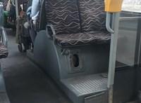 Hiányzott a busz aljáról egy fedél, bejött a füst az utastérbe