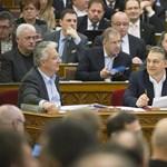 Rogán szerint a felelőtlen ellenzék miatt bukott el a kétharmados törvény