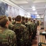 """Áruházi lopás miatt szégyenkezhet a kormány """"jövő katonáit"""" képező iskolája"""