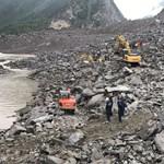 8 millió köbméternyi kőomladék alatt kutatnak túlélők után