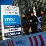 Politikusok döntötték le a kordont az MTV-nél