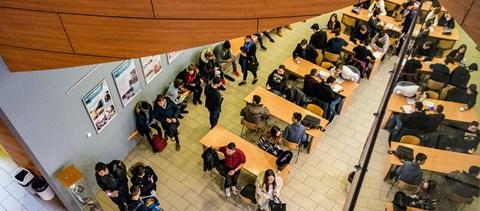 Több mint 3200-an jutottak be az Óbudai Egyetemre