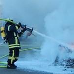 Béke poraira: az autópályán égett ki teljesen egy nagyon ritka Ferrari