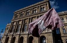 Keményen nekimentek Palkovicsnak a közalkalmazotti jogviszonyukat elvesztő akadémiai dolgozók
