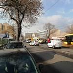 Baleset a Komócsy utcánál, nem jár a 3-as és a 62A villamos