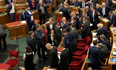 Megvan, Kövér mivel büntetné az ellenzéki képviselőket a parlamenti tiltakozásukért