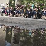 Léggömbök, szelfik és egy óriásmackó: elballagtak a végzős középiskolások – fotógaléria