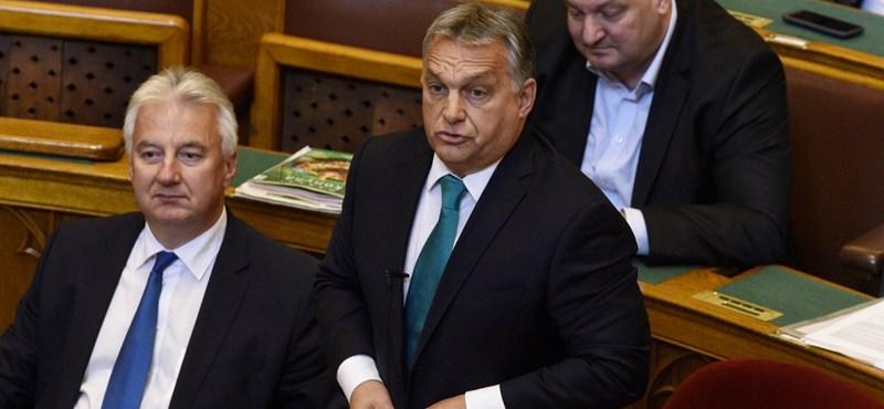 """Orbán: """"Póráz van Vona nyakán"""""""