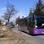 Rendőrökkel szállíttatta le a buszról a kerekesszékes anyukát és gyermekét egy sofőr Veszprémben
