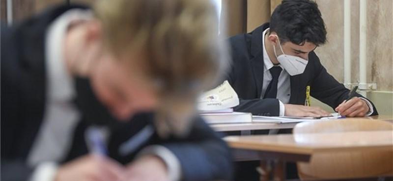 45 százalék alatti emelt szintű érettségivel is bejuthattok az egyetemre?