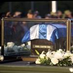 Orosz dzsippel vitték Castro hamvait, de lerobbant a temető előtt