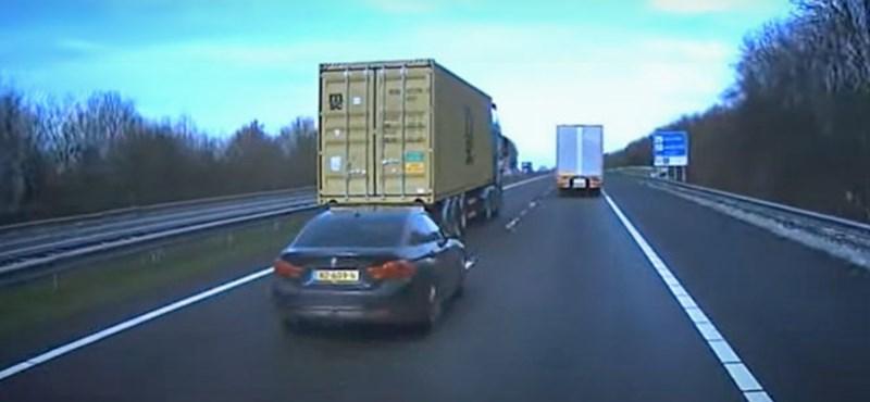 Videó: Így zajlik egy eldurvuló közúti adok-kapok