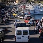 Kiköthet Szicíliában az Open Arms menekülteket szállító hajója