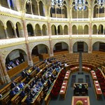A NER parlamentjében az ellenzékkel lassan már szóba sem állnak