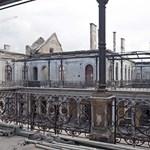 Kiégett palota: Visszaköltözhet a lakók egy része, ha elkészül a lemeztető