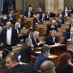 Megkapták megemelt fizetésüket a parlamenti képviselők