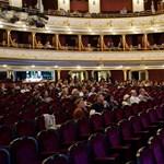 Fuldokló néző miatt kellett leállítani az előadást az Operettszínházban
