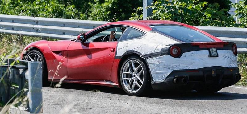 Felfrissíti az F12 Berlinettát a Ferrari