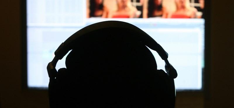 Riválisa mószerolta be a munkahelyi gépén pornót néző londoni ügyvédet