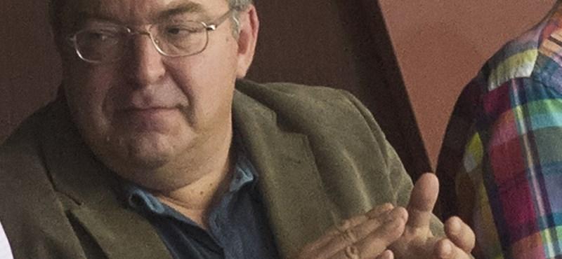 Simicska Lajos kollégistaként átment az üvegajtón