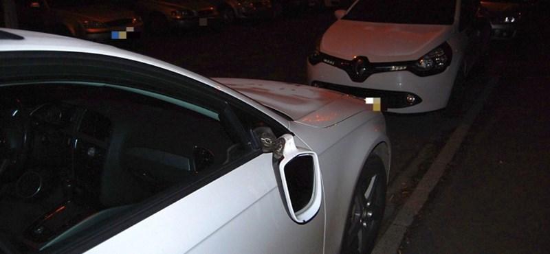 Fotók: autókat rugdosott egy dühöngő nő Győrben