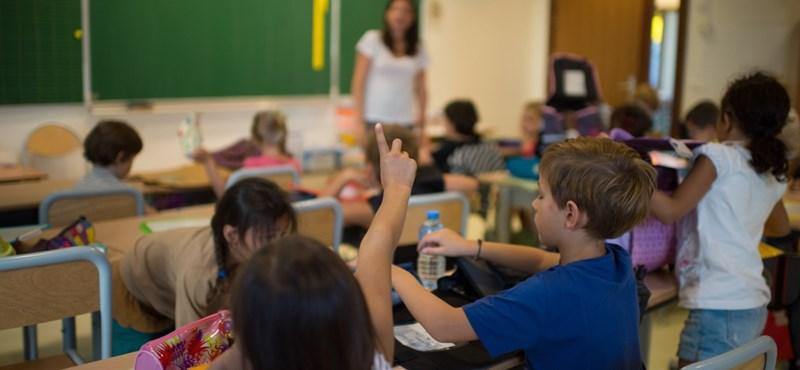 Oktatási káosz: elsősök kóborolnak a Hoffmann-ködben