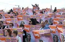 Flashmobot tartott a HVG, miután a Mahir eltüntette a plakátjait