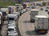 Brutálisan leterhelték a magyar közutakat a kamionosok tavaly