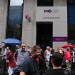 Több százan tüntettek a BKK-botrány miatt a cég székházánál
