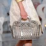 Ismét egy formabontó Louis Vuitton táska e215d6e6e9