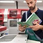 """Teljes a káosz az """"ingyenes"""" tankönyvek körül, mindenhol más a rendszer"""