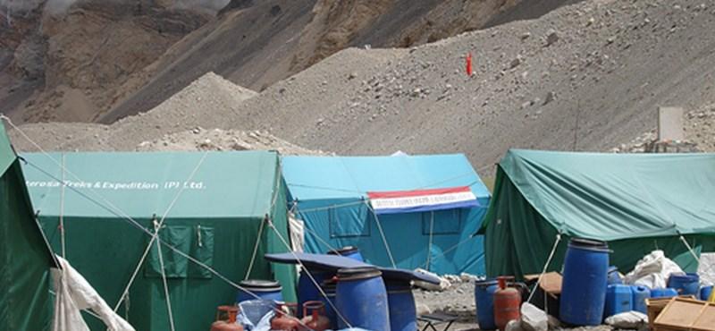 Kevesebb hegymászót engednének fel a Mount Everestre
