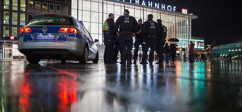 Obszcén cetlik voltak a két férfinál, akiket elfogtak a kölni rendőrök