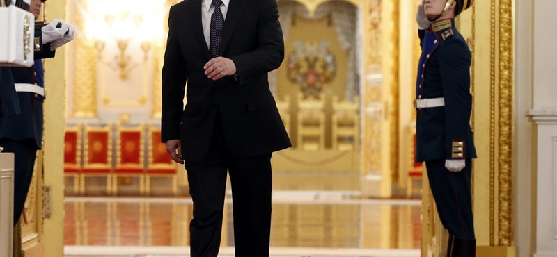 Megfejtették Putyin hülye járásának titkát