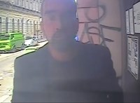 Felvette a kamera, ahogy szétveri a kaputelefont – videó