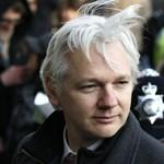 Ejtették a nemierőszak-vádat Assange ellen, mégsem távozhat szabadon