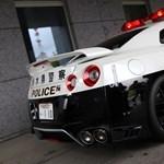 Godzilla a garázsban – 570 lóerős autót kaptak a japán rendőrök