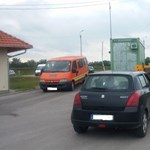 """Videó: Markolóval üldözték az indexeseket – """"a magyar rendőrség menjen a fenébe"""""""