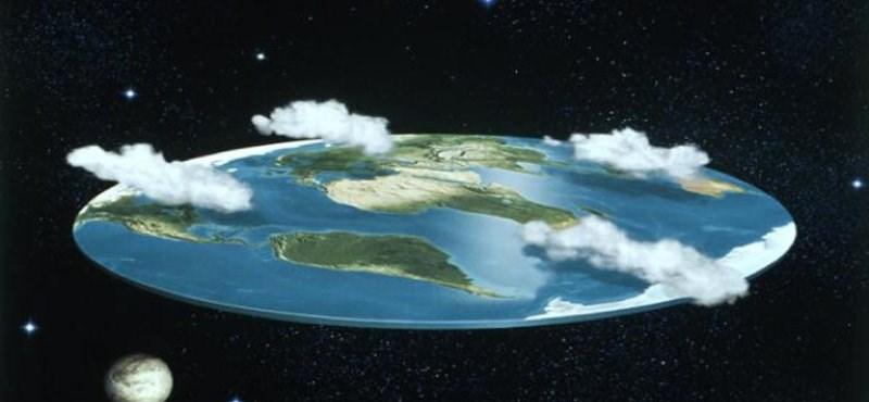 Szombaton beütött a baj, de kedden most már tényleg nekiállnak bebizonyítani, hogy lapos a Föld