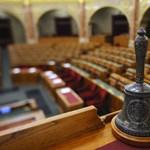 Átment a parlamenten az érvénytelen népszavazásra hivatkozó, sorosozó határozat