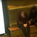 Alvó embertől lopott mobilt a Teréz körúti tolvaj – videón a fosztogatás