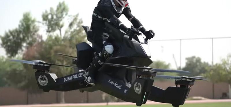Dubajban a rendőrök már olyan járművekkel mennek, mint a Jedi visszatérben – videó