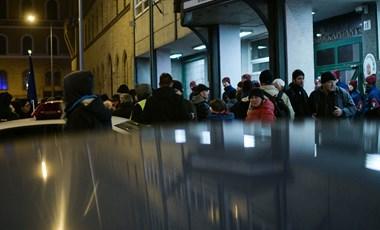 Az V. kerületi kapitányság előtt ért véget a tüntetés