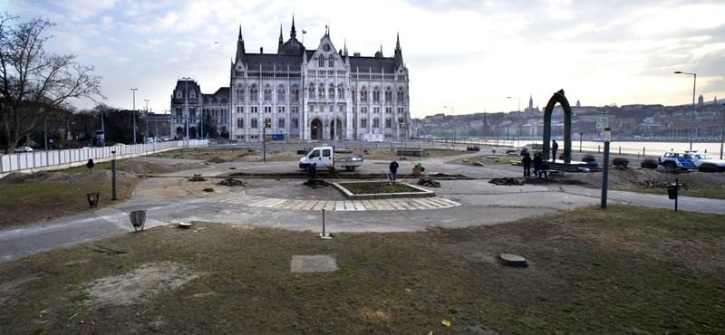 Kossuth téri fák: jogtalan volt a kivágás