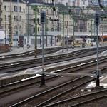 Egy vonat megdöntött egy oszlopot, alig fogad vonatot a Déli pályaudvar