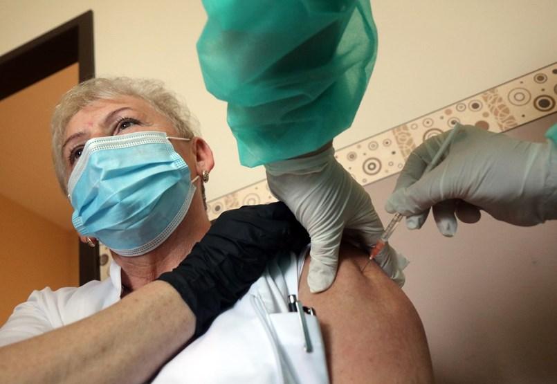 Az ország lassan elmerül a vakcinairigységben – és ezzel nincs semmi baj