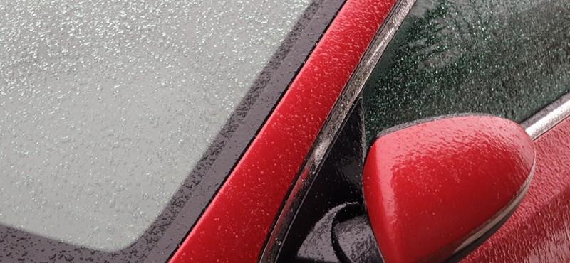 Videóban magyarázza el a közútkezelő az autósoknak, mi is az ónos eső