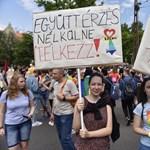 Mocskolódó motorosok tüntetnek a Pride ellen