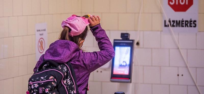 Csökken a rendkívüli szünetek és a digitális rendben tanulók száma