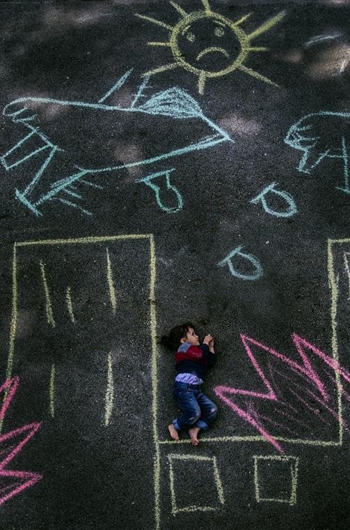 NE használd_! - Porig rombolt gyermekkor - unhcr nagyítás